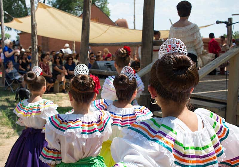 Fiesta de los Niños dancers