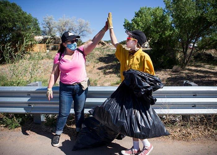 Los Pines Road cleanup
